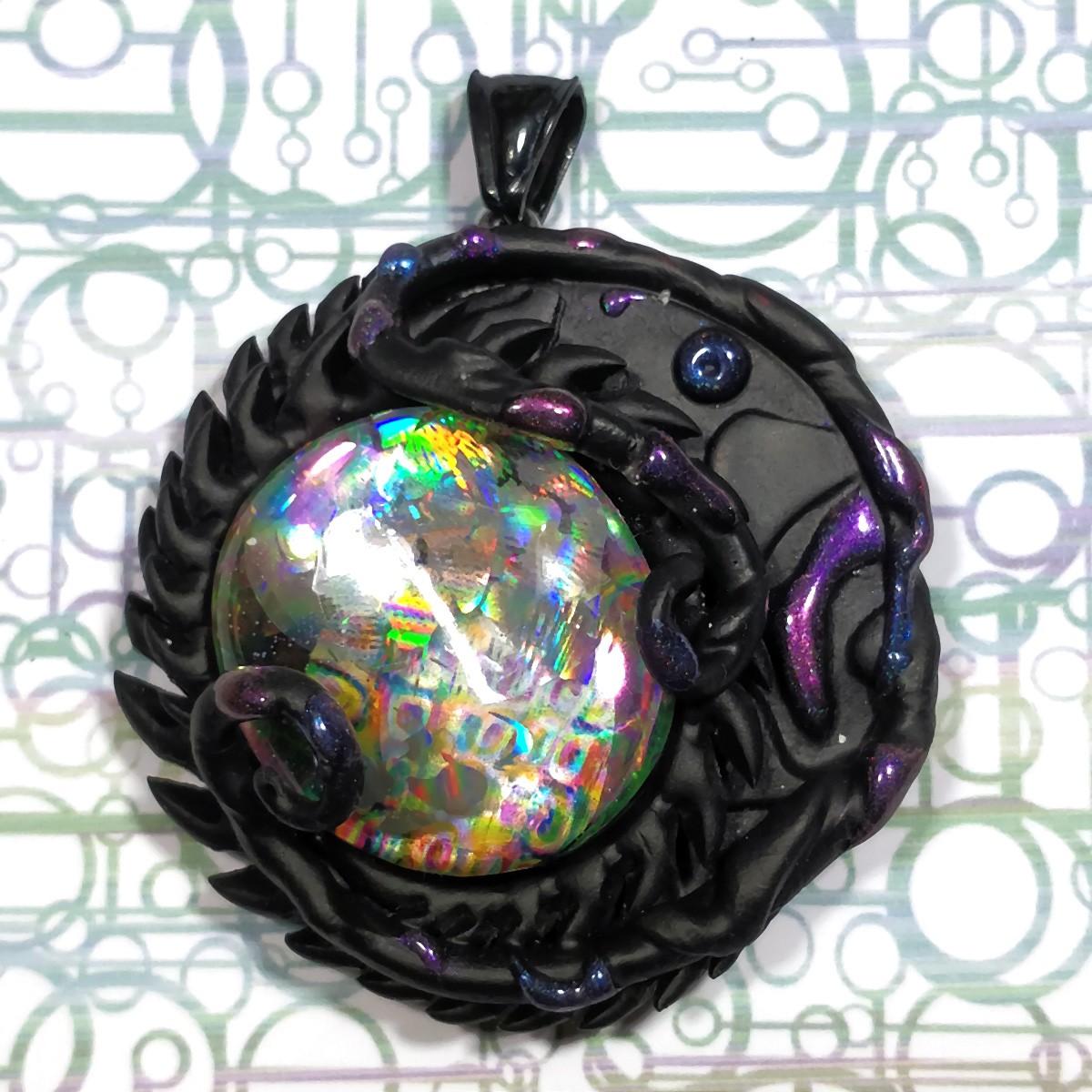Pendentif  polymère acéré cabochon holographique