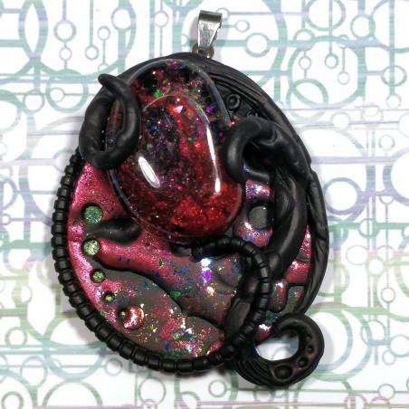 Pendentif tentacule rouge et noir biomech bio-mécanique
