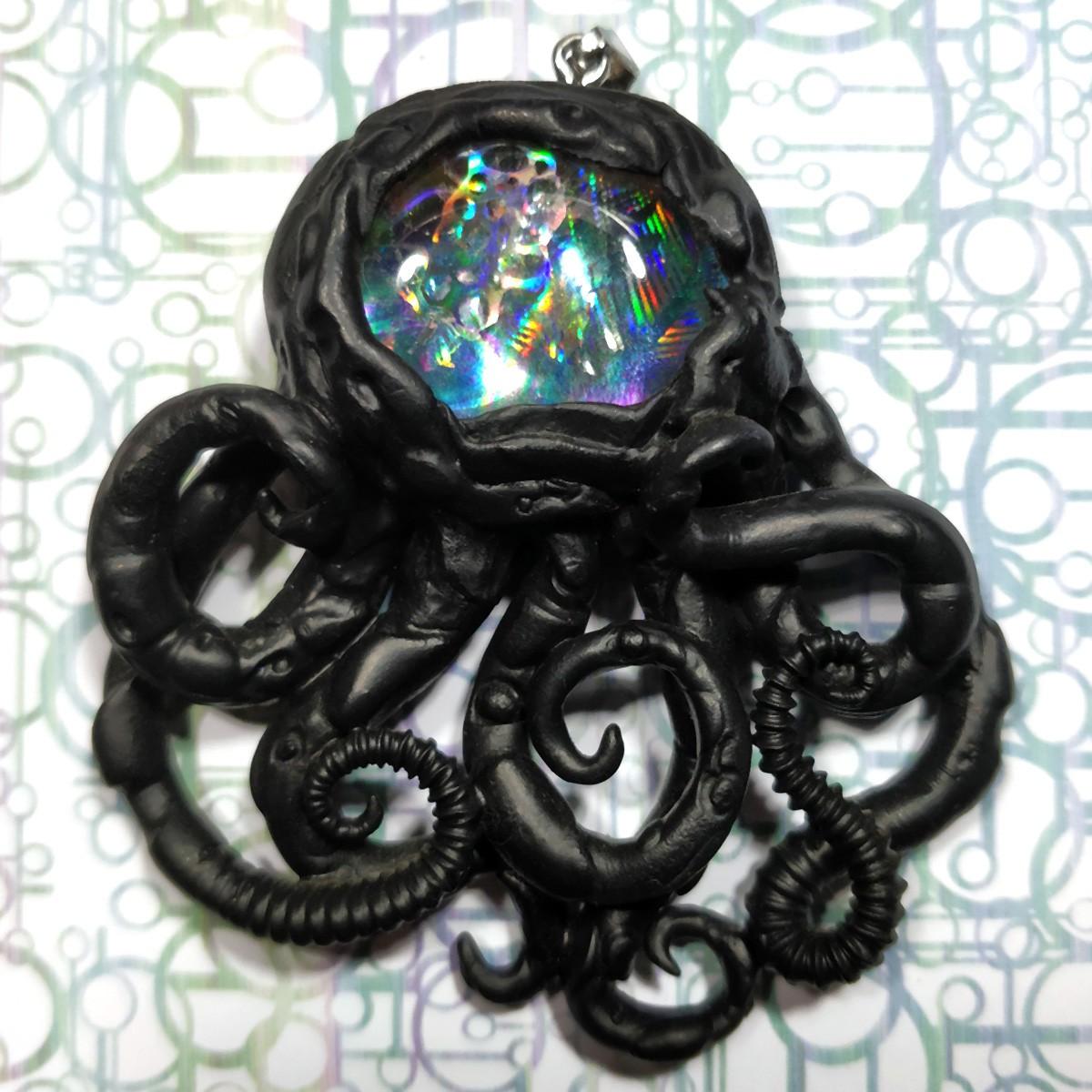 Pendentif pieuvre noir holographique biomech bio-méca octopus poulpe
