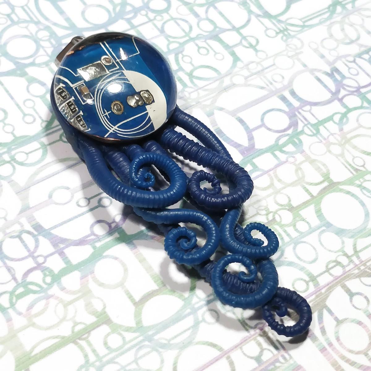 Pendant bijou méduse  polymère circuit imprimé bleu biomech biomeca biomecanic