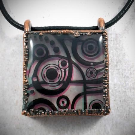 Pendentif carré cuivre hypnotique transparent symbole