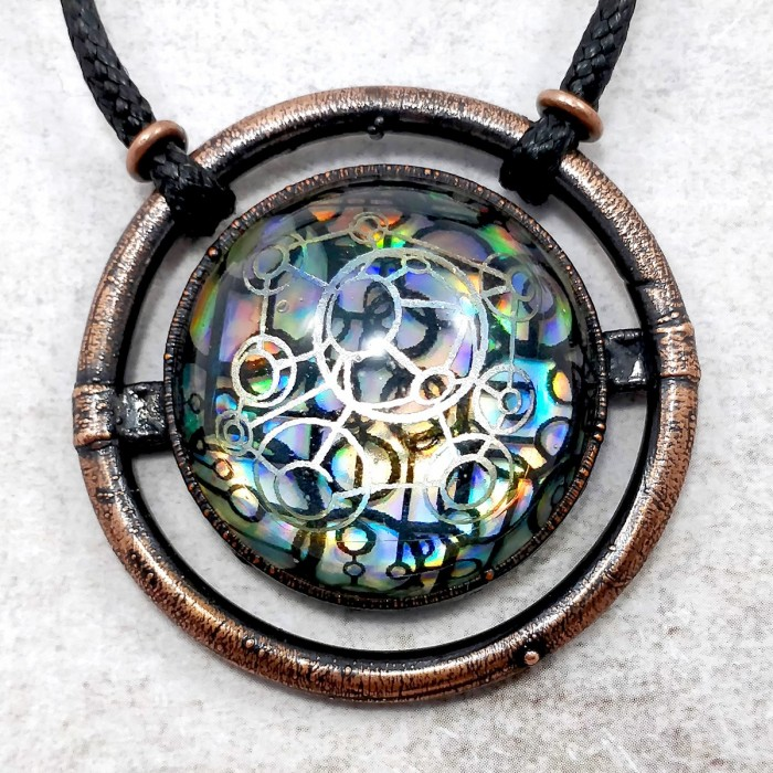 collier bijou holo holographique indus industriel biomec biomech biomecanique science fiction