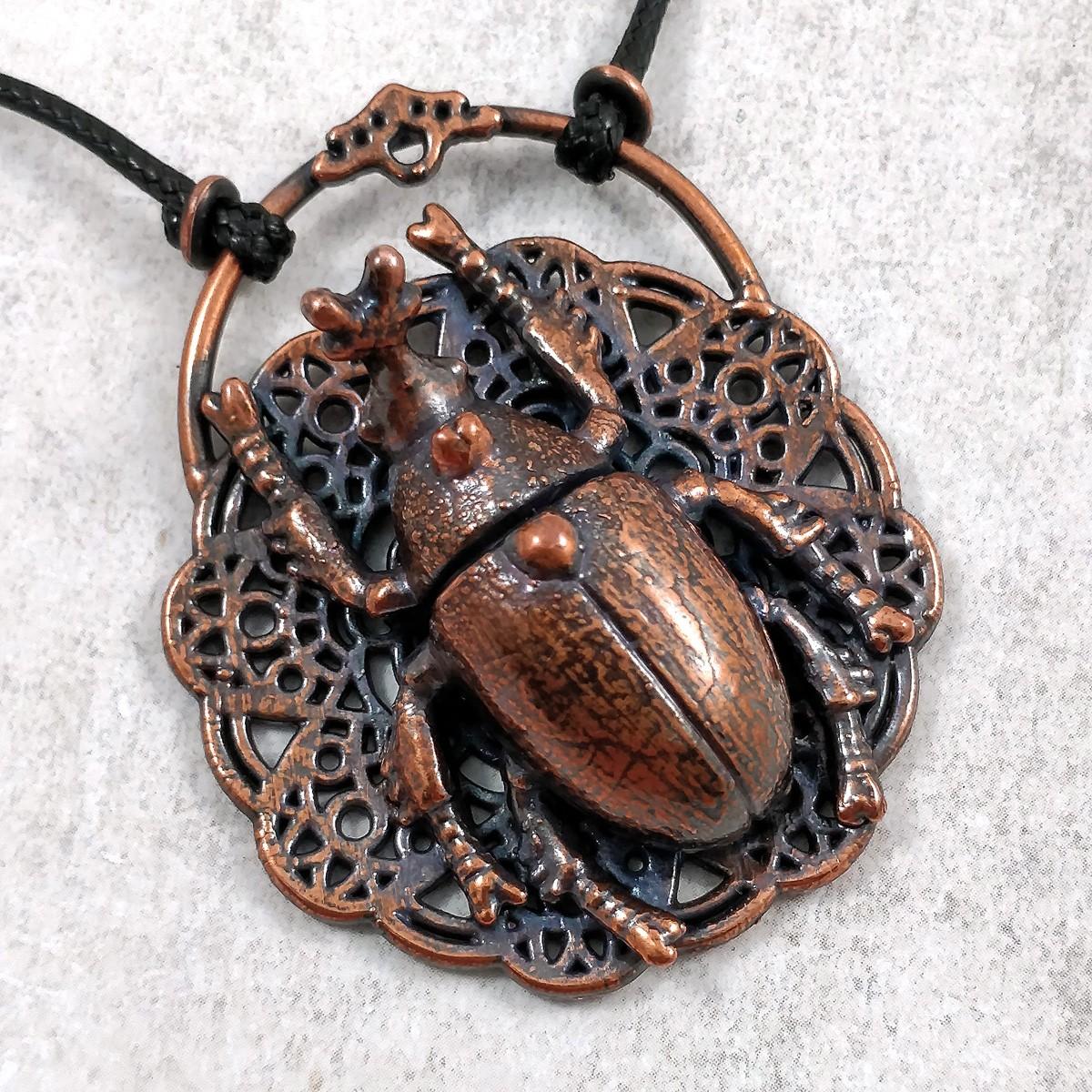 talisman scarabée cuivre dentelle bijou protection insecte