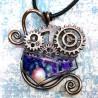 Pendentif cuivre résine steampunk rouage galaxie