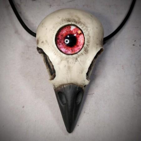 Bijou crâne de corneille bec noir oeil humain rouge