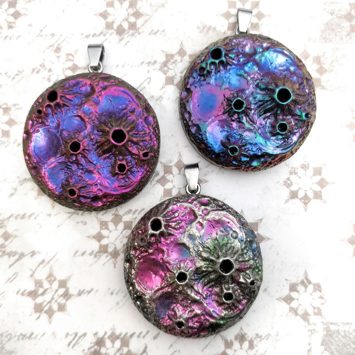 pendentif lune, magique multicolore shamanique divination