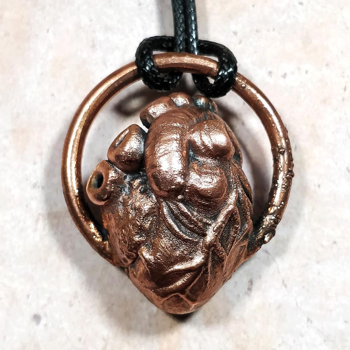 Pendentif coeur réaliste cuivre cercle