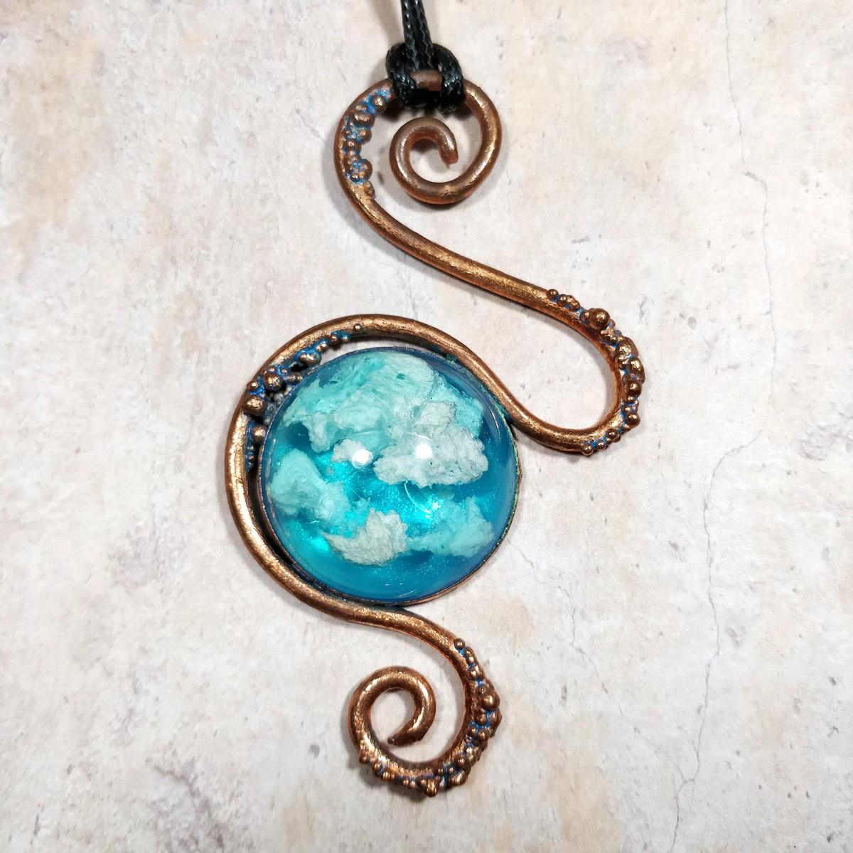 collier Arabesque de cuivre et nuages