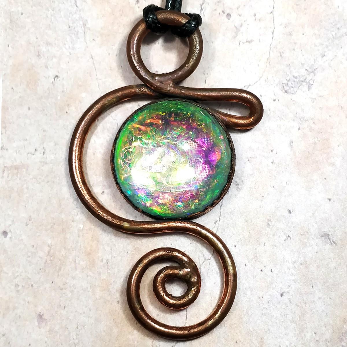 Pendentif volute arabesque cuivre rêve constellation  irisé holographique